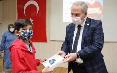 Demirtaş'tan 100 tablet
