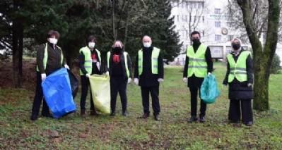Rektör Ünal, öğrencilerle çöp topladı