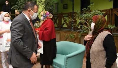 Demir'den huzurevi ziyareti