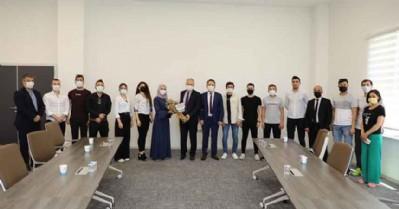 Sınavlarını kazanan gençlerden teşekkür ziyareti