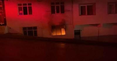 Devrilen elektrik sobası evi yaktı